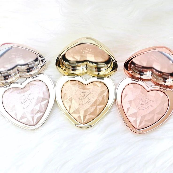 """283 Likes, 50 Comments - G E M M A  (@missmakeupmagpie) on Instagram: """"Can we just take a moment to appreciate how incredible these new @toofaced Love Light highlighters…"""""""