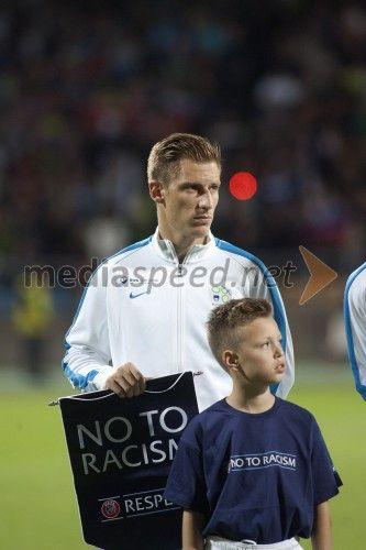 Valter Birsa, nogometaš, Chievo  http://www.mediaspeed.net/skupine/prikazi/11009-slovenska-nogometna-reprezentanca-premagala-svico-v-ljudskem-vrtu