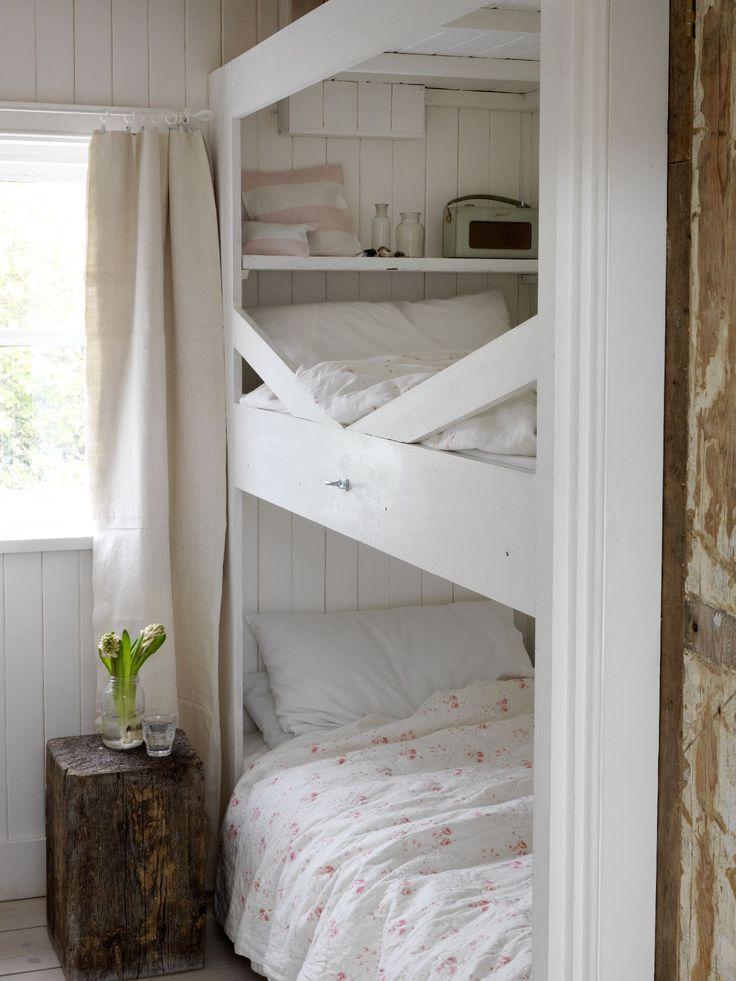 Pretty teen bunk bed setup—Winchelsea Beach—lookbook shoot❣ cabbagesandroses.com