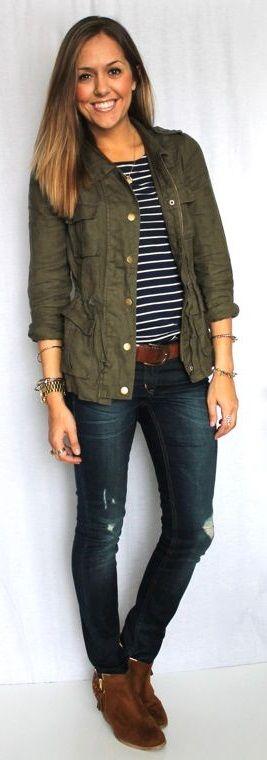 Девушка в куртке в стиле милитари