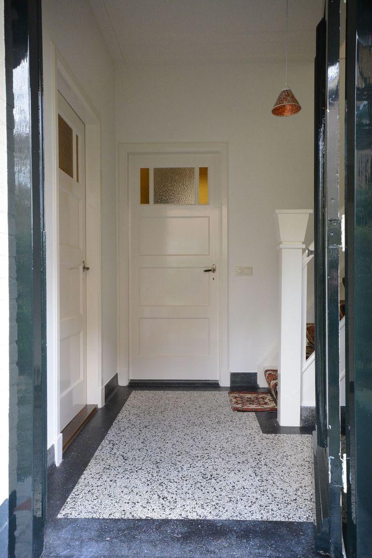 Jaren30woningen.nl | Paneeldeuren en terrazzovloer uit de #jaren30