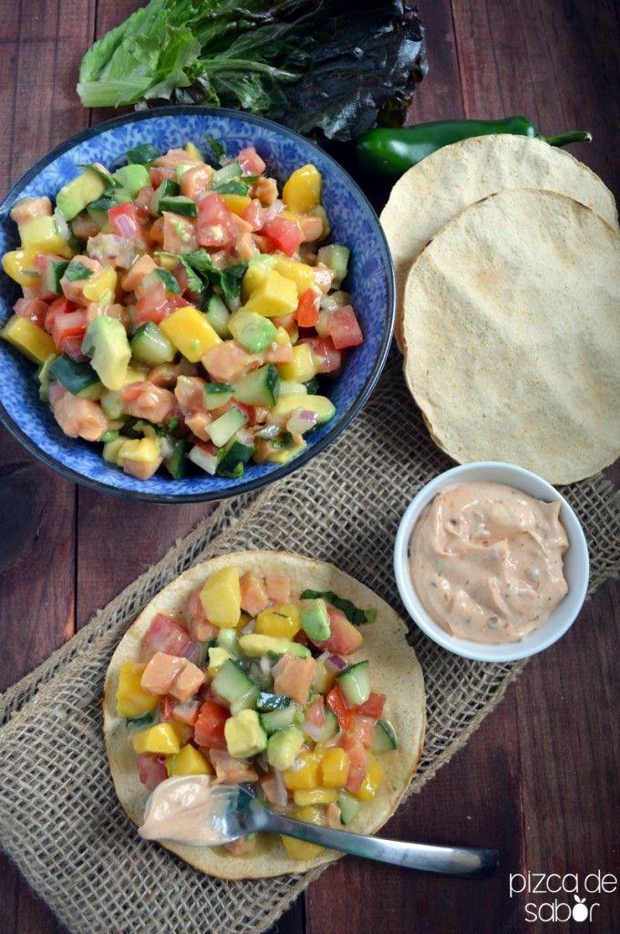 Ceviche de salmón, mango y aguacate   http://www.pizcadesabor.com/2014/04/16/ceviche-de-salmon-mango-y-aguacate/