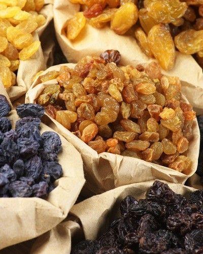 Одна из эффективных методик оздоровления организма – очищение печени изюмом..