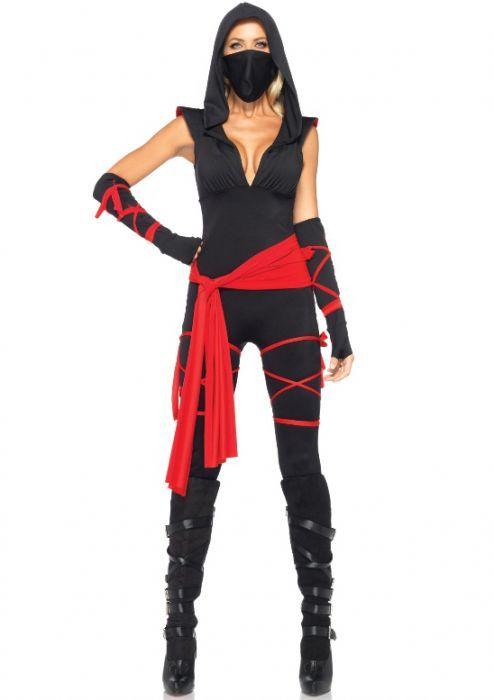 Deze dodelijke sexy Ninja wordt geproduceerd door het hoogwaardige merk Leg Avenue. Het is een Ninja catsuit wat erg leuk is voor carnaval, een ander themafeest maar ook voor een avondje stappen als de atributen worden thuisgelaten. Het is een Ninja catsuit dat mooi aansluit en de capuchon en lage uitsnijding aan de voorzijde maken het een sexy en stoer kostuum. Het Ninja pak bestaat uit vier delen namelijk de Ninja catsuit, rode band om de heupen, arm stukken en gezichtsmasker.