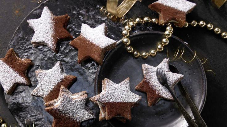 Einfach himmlisch: Diese Sterne zergehen förmlich auf der Zunge: Tiramisu-Sterne mit Schoko-Mascarpone-Füllung | http://eatsmarter.de/rezepte/tiramisu-sterne