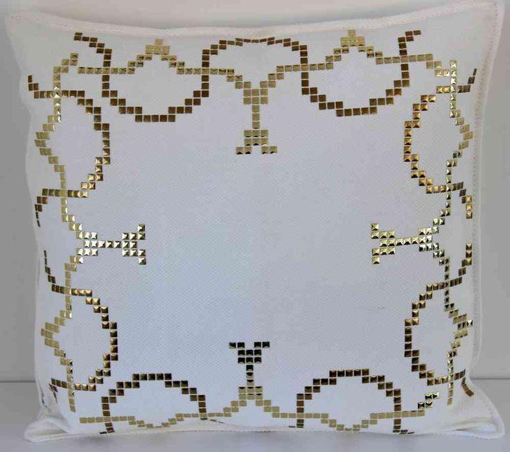 1015 cojin con tachas cuadradas oro hotfix - www.fashionstrass.com
