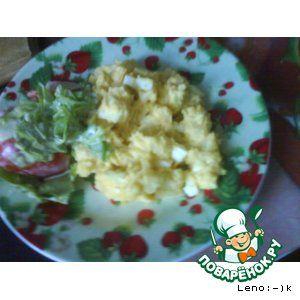 American potato salad (американский картофельный салат)       Картофель — 5 шт     Яйцо куриное — 4 шт     Майонез     Уксус — 2 ч. л.     Соль     Перец черный     Перец паприка     Лук репчатый — 1 шт     Горчица (не острая)
