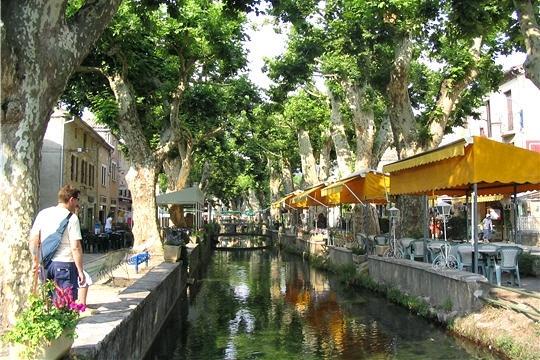 Goudargues in de Gard, Zuid-Frankrijk. Leuk dorp met een leuke camping: http://www.gard-camping.com/