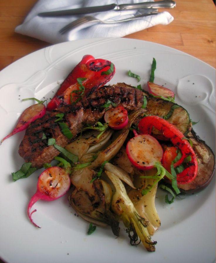 Grillipihviä verjusilla maustetuilla vihanneksilla, vaivatonta 5:2 paastoruokaa