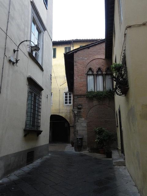 Lucca, Vicolo dell'Altopascio.