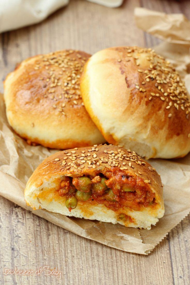 Ravazzate rosticceria siciliana panini ripieni di ragú di carne e piselli