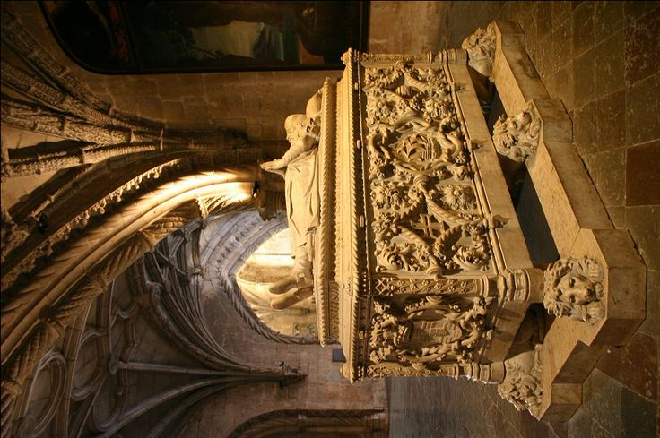 Sarkophag für Vasco da Gama unter der Empore von Santa Maria de Belém, Lissabon. www.claudoscope.eu