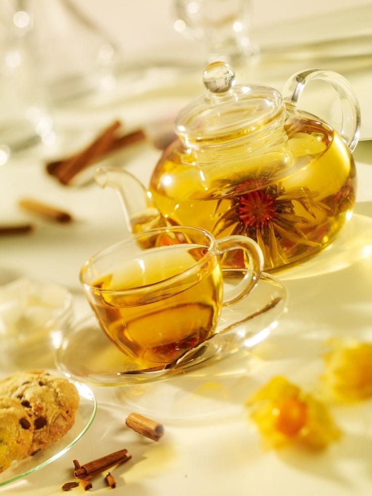 Ceai alb Blooming Flower. In contactul cu apa, bobocul de ceai infloreste, dand nastere unei bauturi fine, parfumate