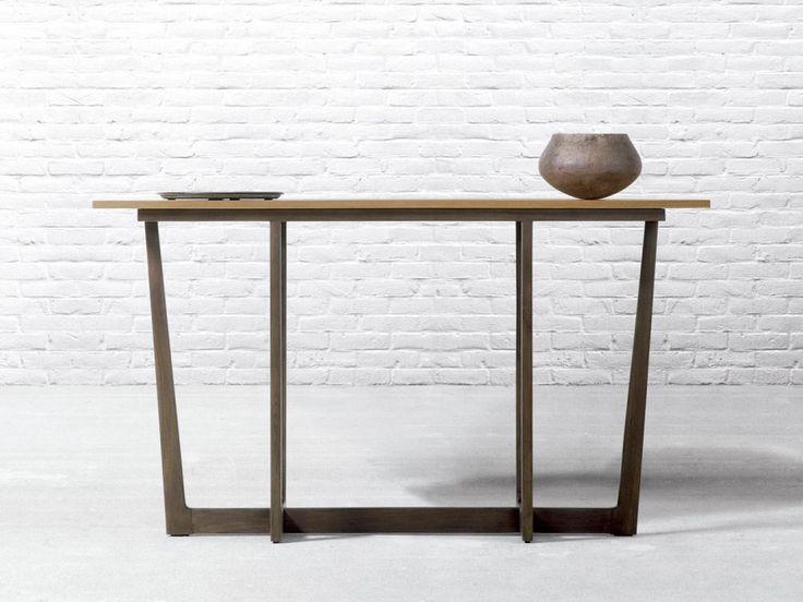 Consola TAKAO de Baladía & Valklein. De madera de teca color Café, Miel, Nature, Nature Blanco o Negro. Auxiliar para recibidor de estilo contemporáneo.