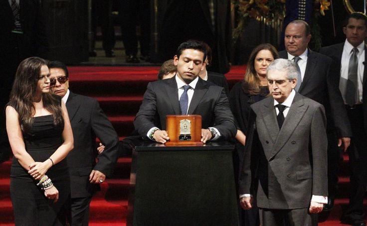 Confirman que cenizas de Juan Gabriel serán retiradas esta noche de Bellas Artes…