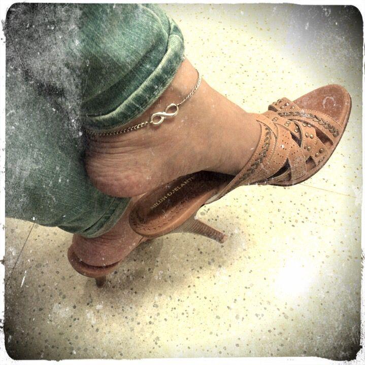 Niluh Djelantik sandal