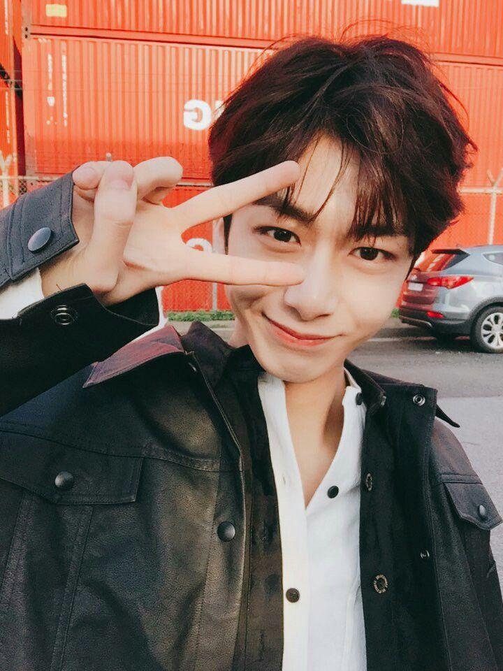 Monsta X Hyungwon twitter update... Sudden update makes me shock