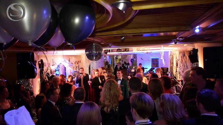 SILVESTER IM STOCK RESORT Eine der schönsten Nächte im STOCK 5 Sterne resort im Zillertal in Tirol. Silvester mit tollen Gästen, super Stimmung, einer traumhaften Kulisse, einem herrlichen Galamenü und einem Feuerwerk welches alle guten Wünschen in das neue Jahr trägt! Wir dürfen uns auf ein hoffentlich glückliches neues Jahr freuen und senden herzliche Grüsse aus dem Sporthotel Wellnesshotel STOCK resort. Familie Stock mit Team
