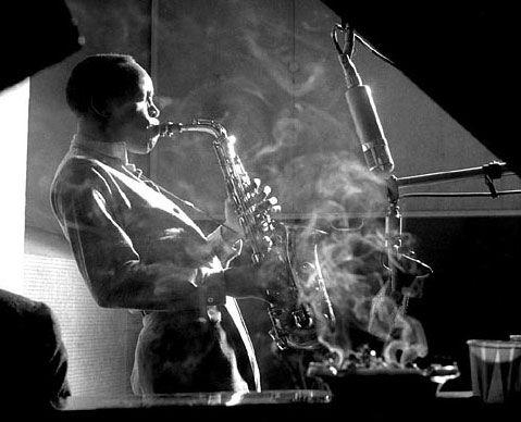 El Jazz es un género musical surgido a finales del siglo XIX en los Estados Unidos y que de inmediato logró expandirse por todo el mundo a lo largo del siglo XX.
