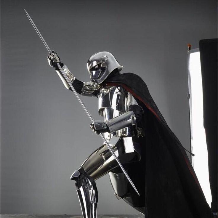 Fotos de Episodio 8 Los Últimos Jedis  Follow / Sigan : @photoygraphy507  #darthvader #theforceawakens #stormtrooper #disney #jedi #sith #love #lego #starwarsfan #yoda #art #r2d2 #marvel #hansolo #bobafett #lukeskywalker #geek #forcefriday #cosplay #darkside #chewbacca #nerd #lightsaber #toys #theforce #instagood #kyloren #fashion #batman #c3po