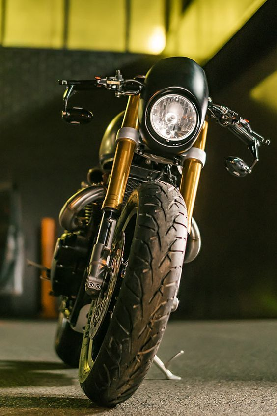 Front view of the Triumph Thruxton R by Wenley Moto Design