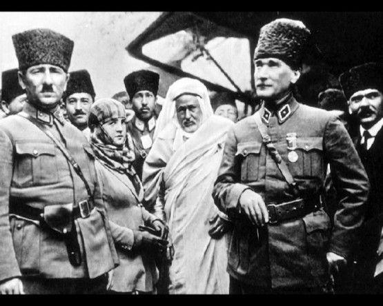 Atatürk ve Silah arkadaşları.