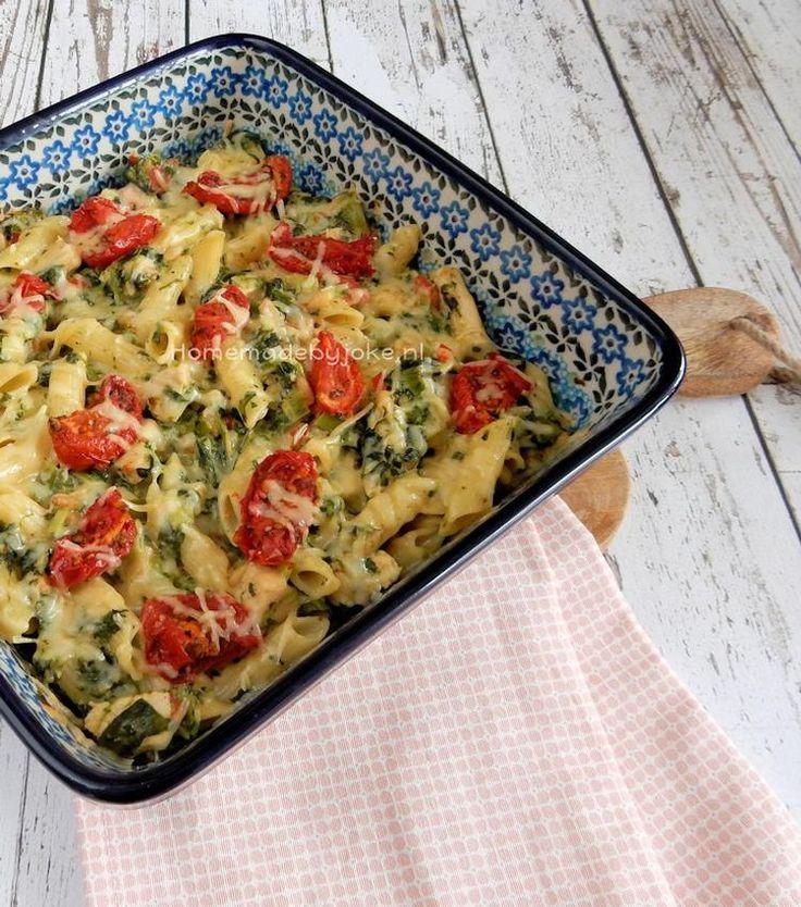 Deze pasta ovenschotel met spinazie, kip, tomaat en kaas is erg lekker. Het recept staat op mijn blog Homemade by Joke