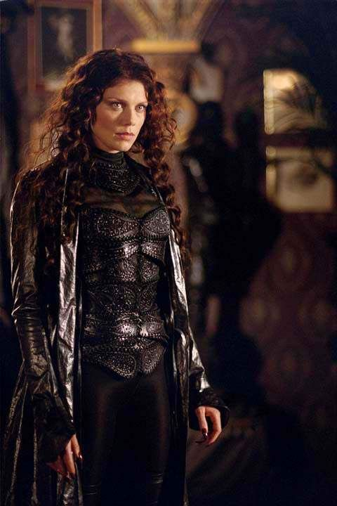 Peta Wilson in the role of Mina Harker demonstrating the Rule of Cool for the 2003 film League of Extraordinary Gentlemen.