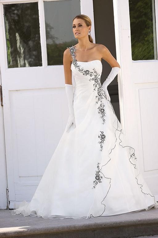 Bruidsjurken, trouwjurken, bruidsmode van Ladybird 31074 ivoryblacksilver.jpg