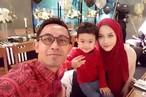 Hafiz Hamidun bersama Joy Revfa dan anak lelaki wanita berkenaan. -foto Instagram @joyrevfa.    Berbaki empat hari sebelum mengakhiri z...