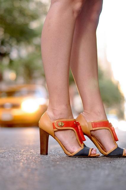 color blocked: Fashion Places, Coach Sandals, Coach Shoes, Foot News, Blocks Shoes, Color Blocks, Fashion News, Blocks Heels, Coach Color