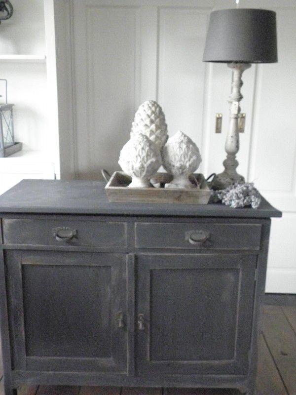 Voorbeeld krijtverf op oud eiken kastje - kleur Graphite   - Annie Sloan voorbeelden   Styling & Living