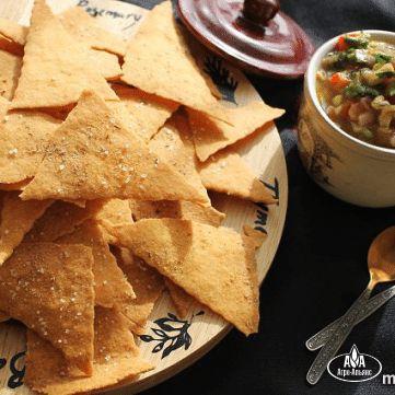 Кукурузные чипсы с сальсой из томата