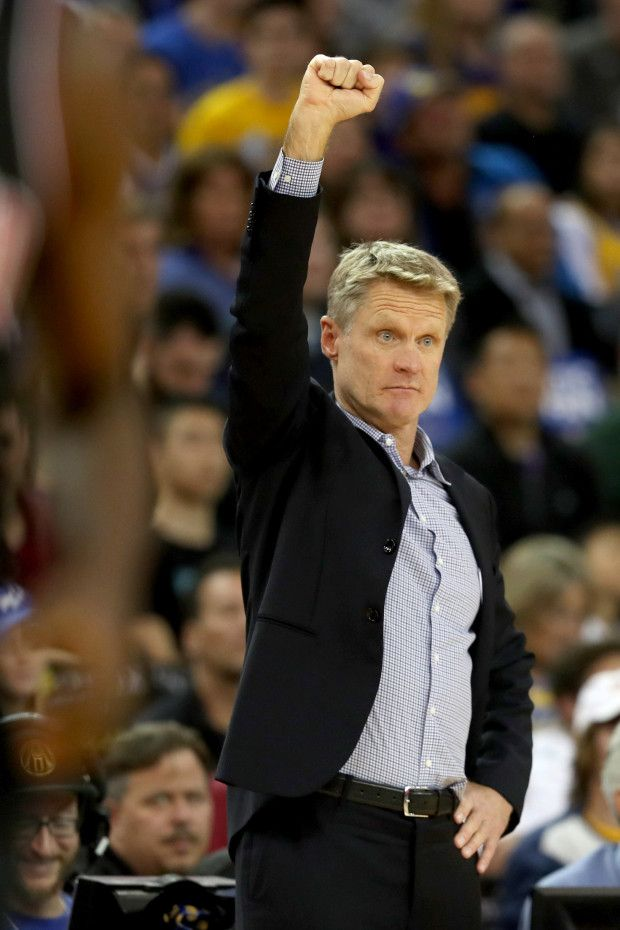 Golden State Warriors head coach Steve Kerr gives instructions to his players against the Chicago Bulls in the first half of an NBA game at Oracle Arena in Oakland, Calif., on Friday, Nov. 24, 2017. (Ray Chavez/Bay Area News Group)