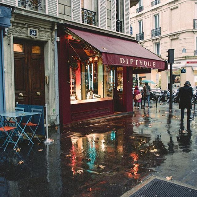 Diptyque on Boulevard Saint Germain since 1934. One of my must visit Parisian destinations. And who can resist a shot with reflections on the pavement?