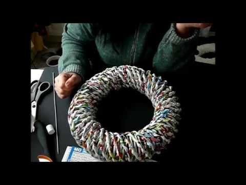 Stabile Kränze aus Röllchen Papier machen um so einen Kranz zu machen müßt Ihr ca.1 Meter schlauch machen anschließend wird er mit Heißkleber und Binde Draht...