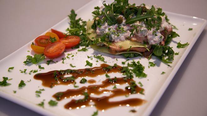 Lasagne al vitello tonnato (Lasagne van kalf en tonijn) - recept | 24Kitchen