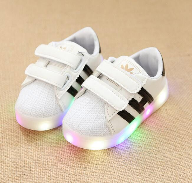 2017 Famous brand LED lighting Cool Running baby sneakers for girls boys Lovely casual shoes baby Casual cute girls boys shoes