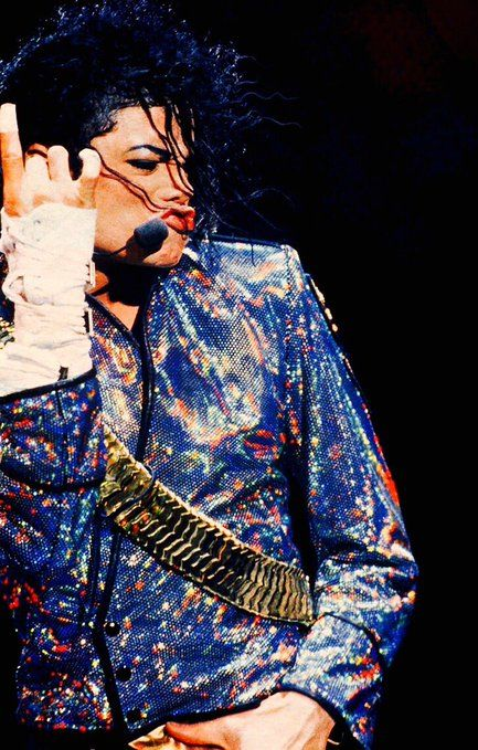 Only Michael Jackson can make the duck face look good