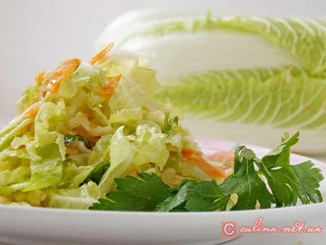 Хрустящий салат с пекинской капустой с яблоком
