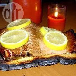 Photo recette : Saumon sur planche de cèdre comme au Canada