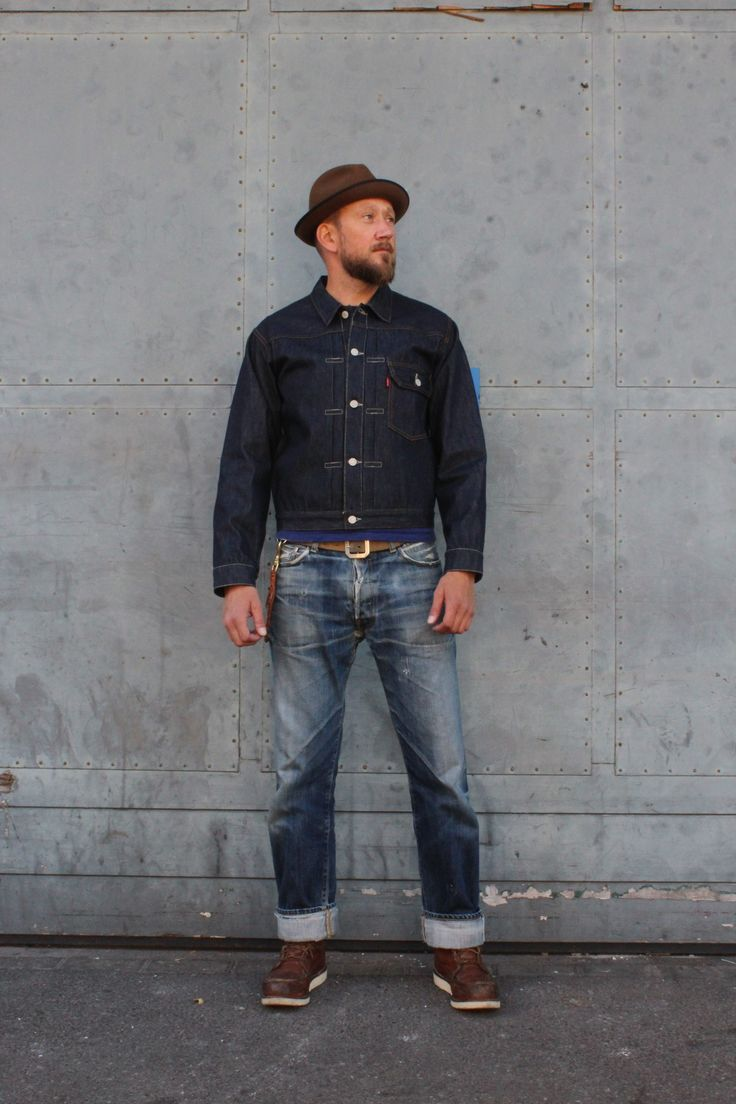 "*Name: Levi's 506XX ""Type I Jacket"" *Weight: 9 Oz.Unsanforized denim *Denim: 100% cotton Cone Mills selvedge Denim *Fit: Standard Fit *Front Left Pocket *Exposed copper rivets *Knife pleats *Bovine Leather Patch"