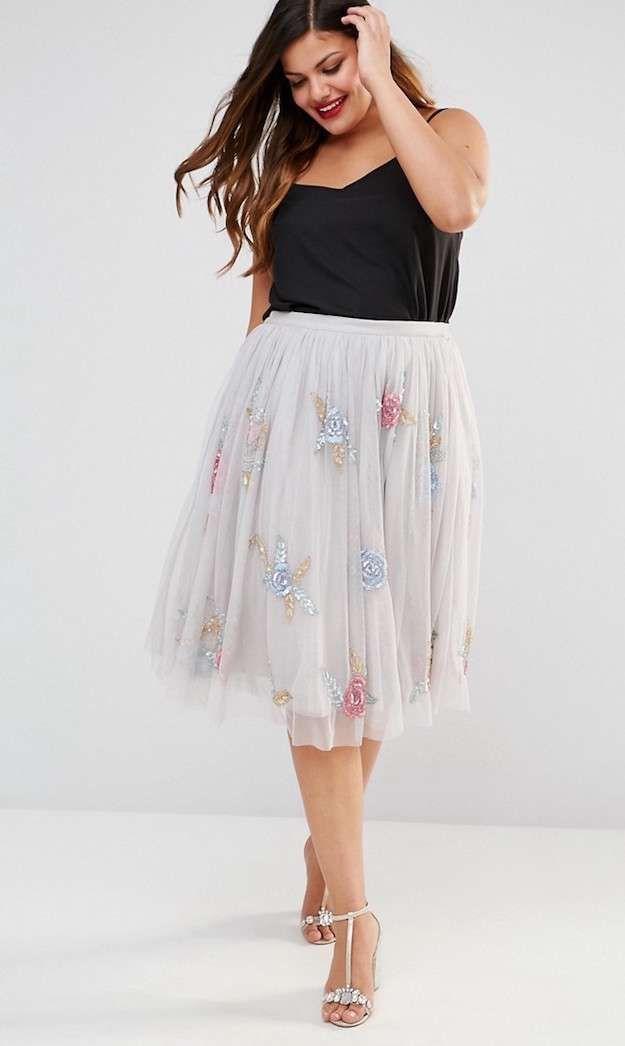 Looks de verano con falda para gorditas  Fotos de los modelos - Look falda  de tul con top negro 639497edba69