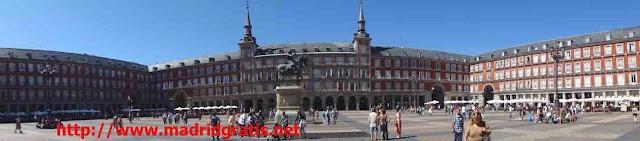 Plaza Mayor de Madrid, junto a la Puerta del Sol, cerca de la Plaza de la Ópera, de la Plaza de Oriente y de la Plaza de España forman un circuito ideal para un paseo céntrico por Madrid. Con la Gran Vía y la Calle de Preciados llegaríamos al punto de partida: Puerta del Sol - Plaza Mayor.