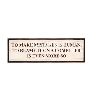 Bordje tekst 'TO MAKE MISTAKES IS HUMAN, TO BLAME IT ON A COMPUTER IS EVEN MORE SO