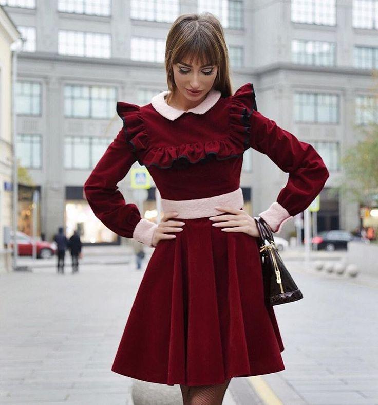 ❤️ СЕРДЦЕ ЗА МЕРЛО ❤️ Платье из искуственной замши в винном оттенке, украшенное рюшами и котрастными манжетами, удачно впишется в зимний гардероб.  #LNfamily #LNfashion #LN