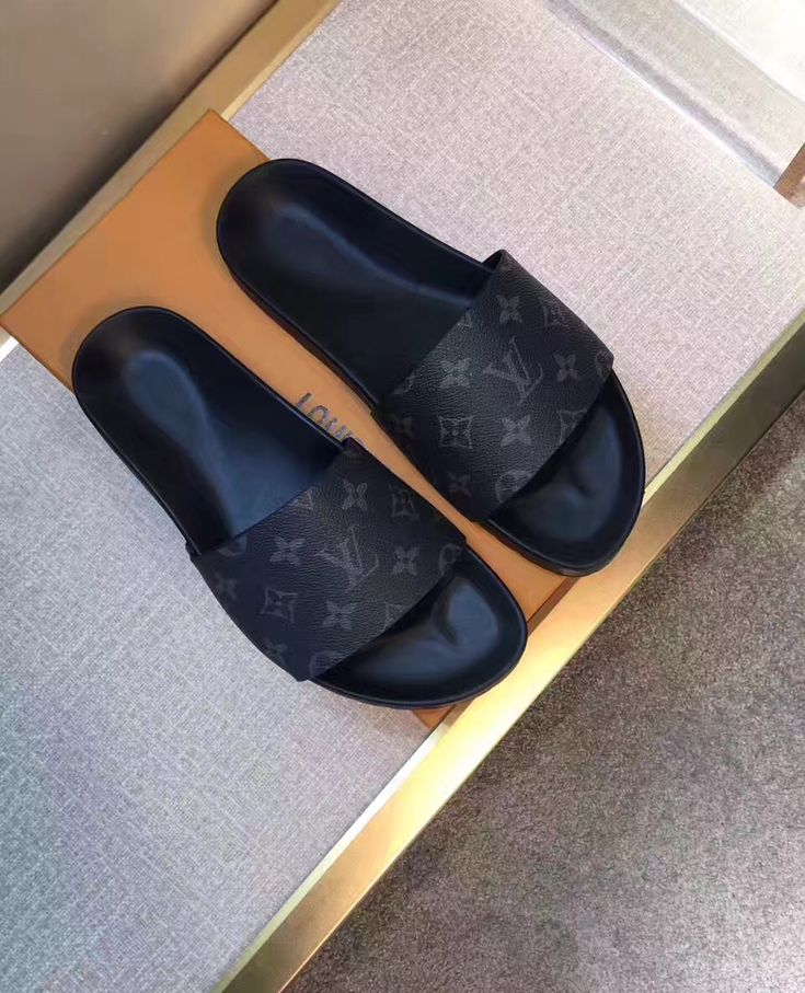 Louis Vuitton lv man shoes slides casual slippers