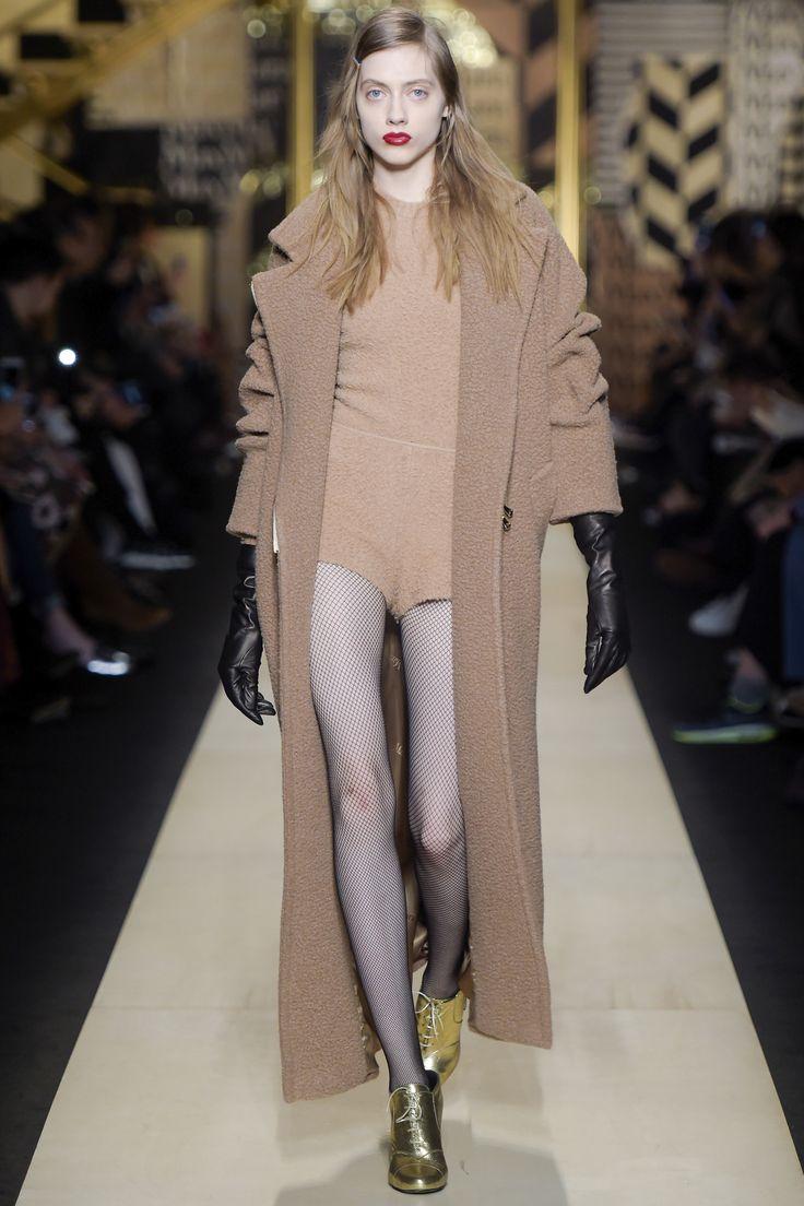 Max Mara Fall 2016 Ready-to-Wear Fashion Show