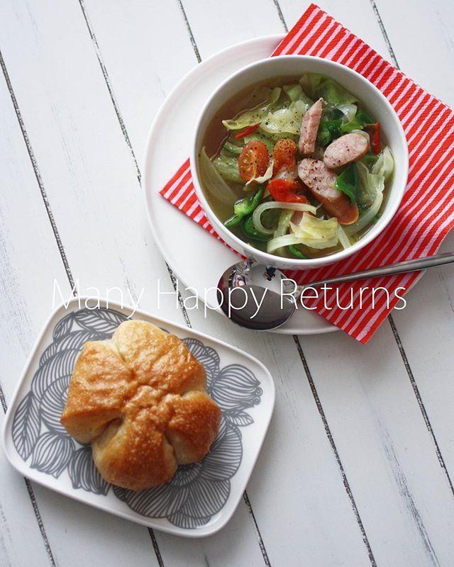 WEBSTA @ mimo753 - 朝ごはん。塩パンと野菜スープ。❄❄今日も⛄でした。でも、今は雨に変わりました。明日は晴れみたいです。素敵な日曜日をお過ごしください~**#おうちごはん #朝ごはん#塩パン #野菜スープ#マリメッコ #marimekko #marimekkohome#クルイェンポルヴィ #kurjenpolvi#オイヴァ #oiva