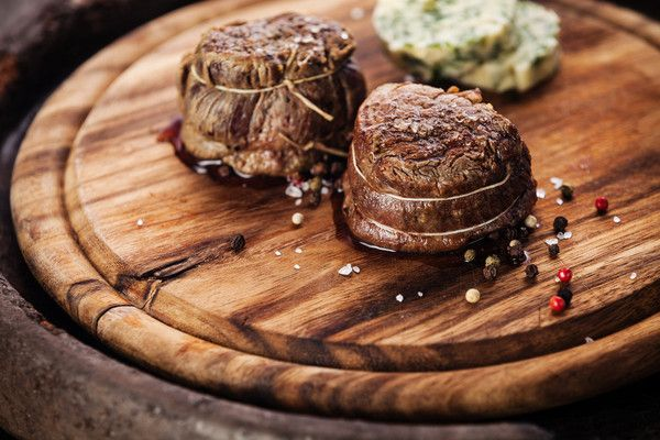Luxe Share: 5lbs of luxury; only one share available per animal. Grill them up side by side and try not to salivate at the very smell. 2, 8oz #Filet #Mignon 4, 12oz New York #Strips 2, 8oz Sirloin Strips 1 share available, 5lbs/share, all cuts are boneless